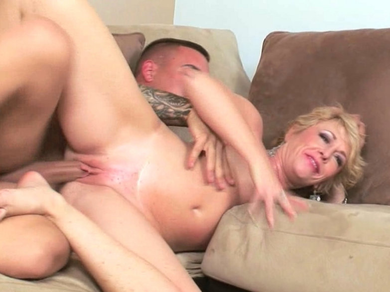 Private homemade mom blowjob