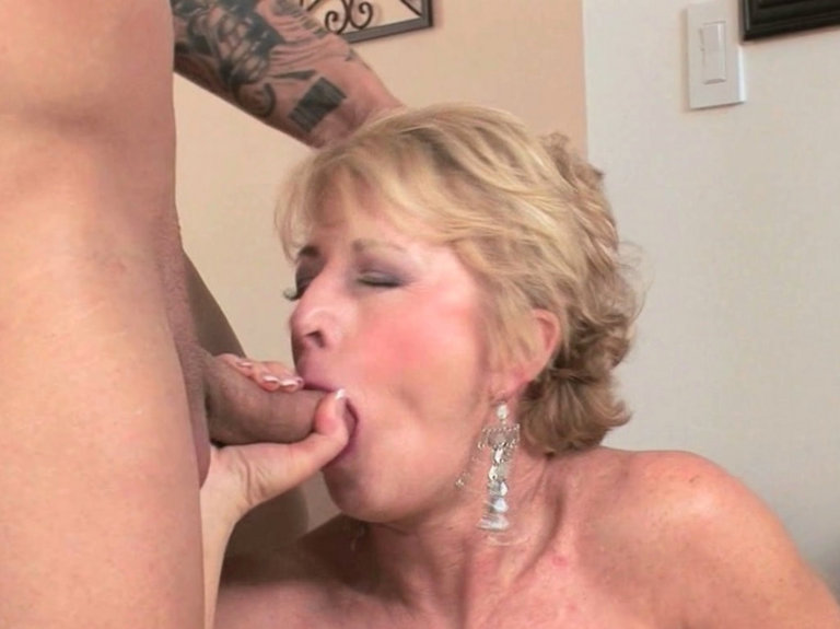mature women showing their pussies