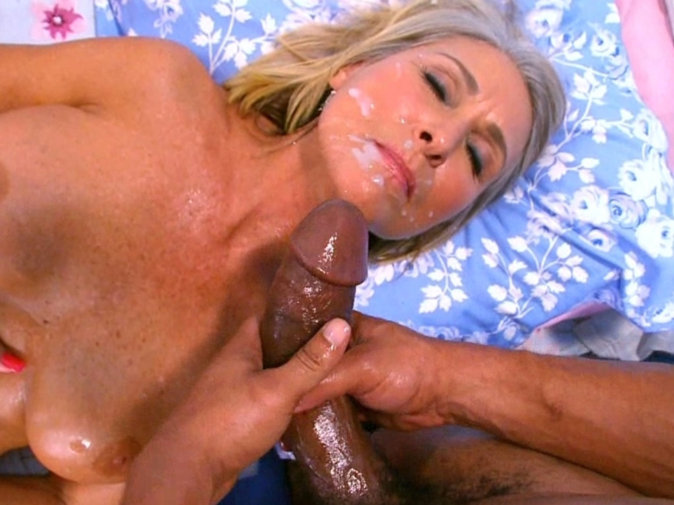 Slut licking mature clit