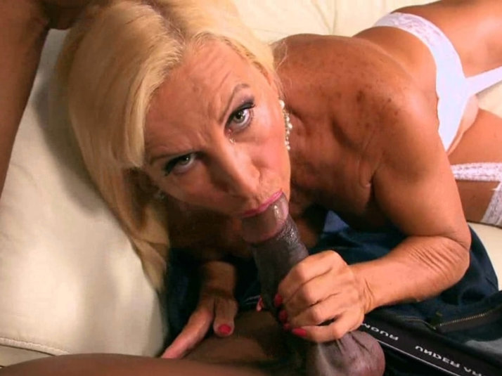 Hot amateur mature video