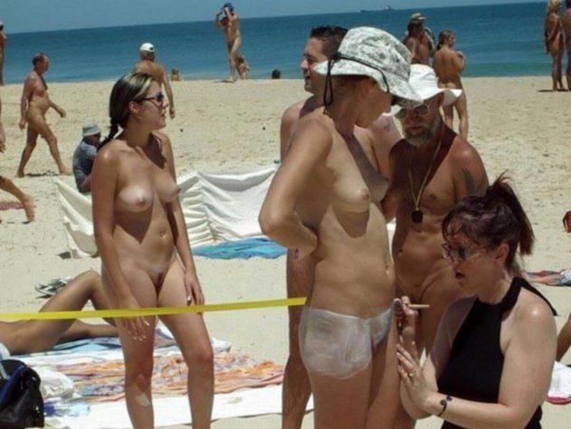 Chubby girl big tits naked selfie